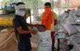 उपार्जन केन्द्रों पर सोशल डिस्टेंसिंग के साथ हो रही गेहूँ खरीदी